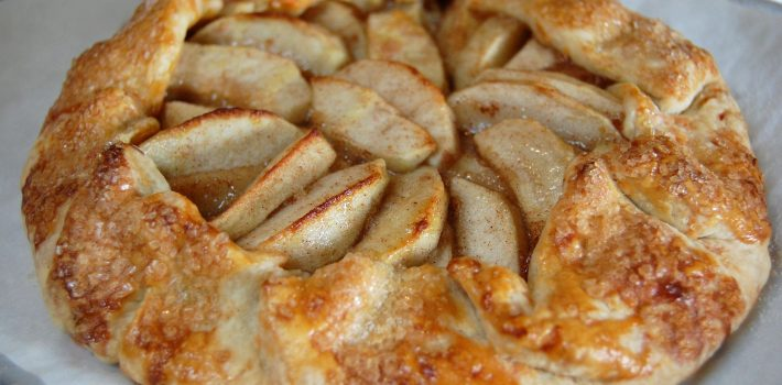 Apple Crostata with Cheddar Cheese Crust