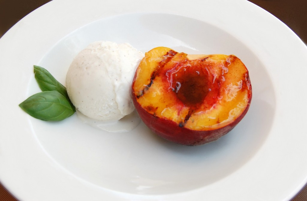Grilled Peaches with Vanilla Ice Cream | Cooking Mamas