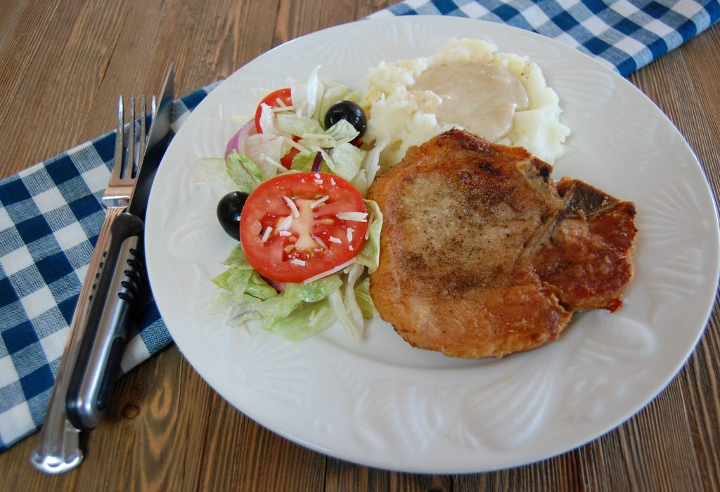 Pan Fried Pork Chops with Country Gravy | Cooking Mamas